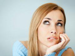 О чем говорят женщине белые выделения без запаха?