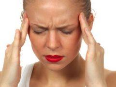 Перед месячными болит голова: как справиться с болями?