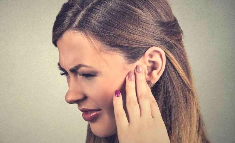 Если вы редко надеваете серьги, то боль от них - типичное явление