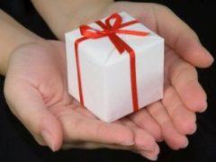 Что лучше подарить подруге?