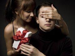 Что подарить парню на месяц или полгода отношений?