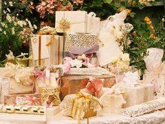 Как вручить подарок на свадьбу?