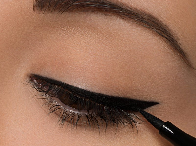 глаз с нарисованной стрелкой
