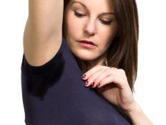 О чем говорит кислый запах пота у женщины?