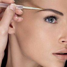 Как правильно красить брови воском?