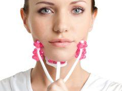 Массажер для лица: поможет ли сохранить молодость кожи?