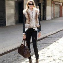 С чем и как носить меховой жилет?