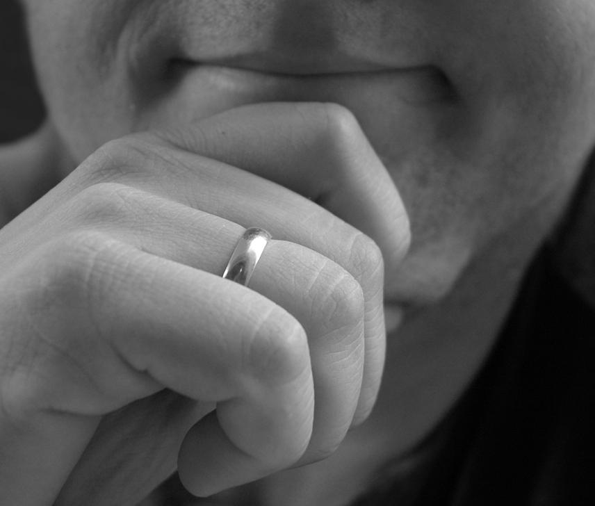 муж и обручальное кольцо