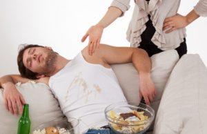 муж на диване жена раздражена