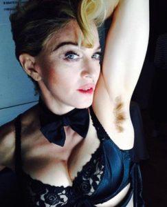 Мадонна с небритыми подмышками