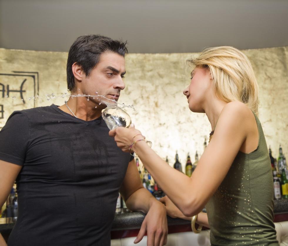 девушка обливает шампанским из бокала парня