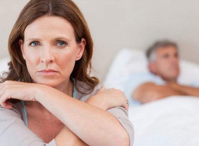 грустная жена и муж