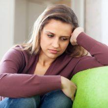 Как проявляется предменструальный синдром у женщин?