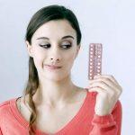 девушка и противозачаточные таблетки
