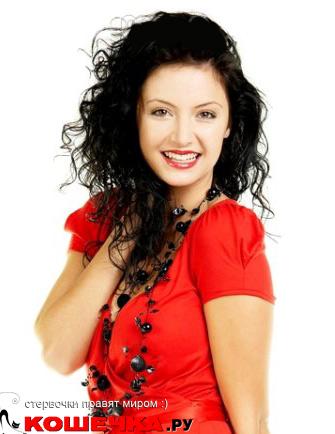 Цвет лица макияж красное платье
