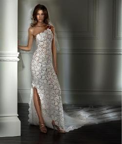 Необычное свадебное платье из кружева