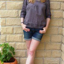 С чем носить женские джинсовые шорты?