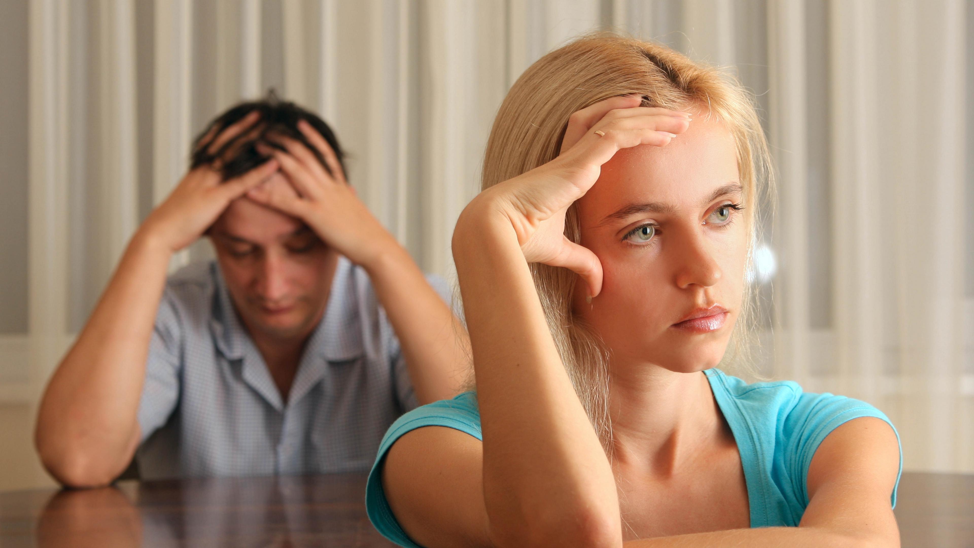 мужчина и женщина молчат