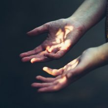 Почему трескаются пальцы рук и как это вылечить?