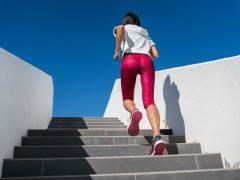 Какие упражнения можно делать на ступеньках лестницы?