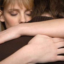 Как утешить человека и действительно помочь?