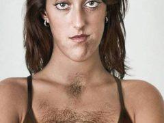 Волосы на груди у женщин: как от них избавиться?