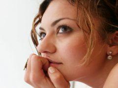 Выделения у женщин как вода: причины